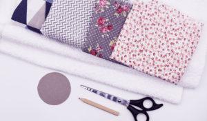 Materialien für wiederverwendbare Kosmetikpads: Stoffreste, Nähzubehör, Schablone