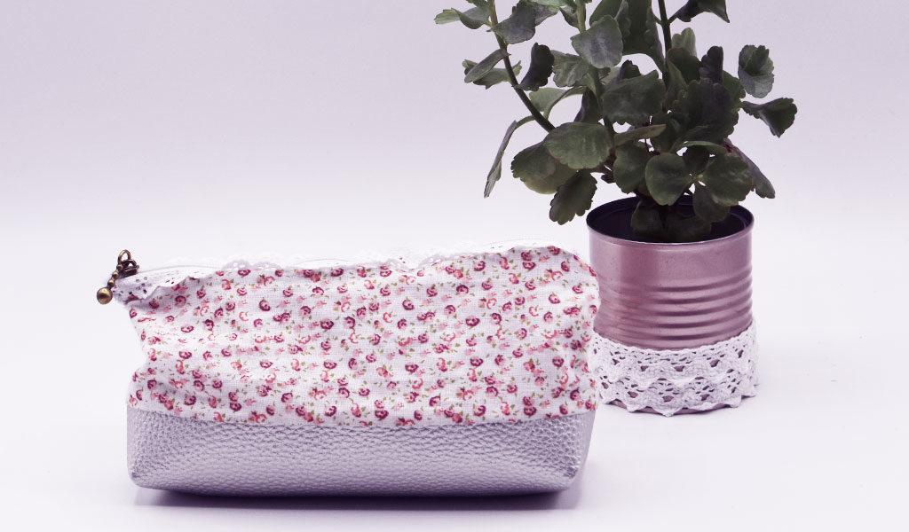 selbstgenähtes DIY-Täschen steht vor einer kleinen Pflanze