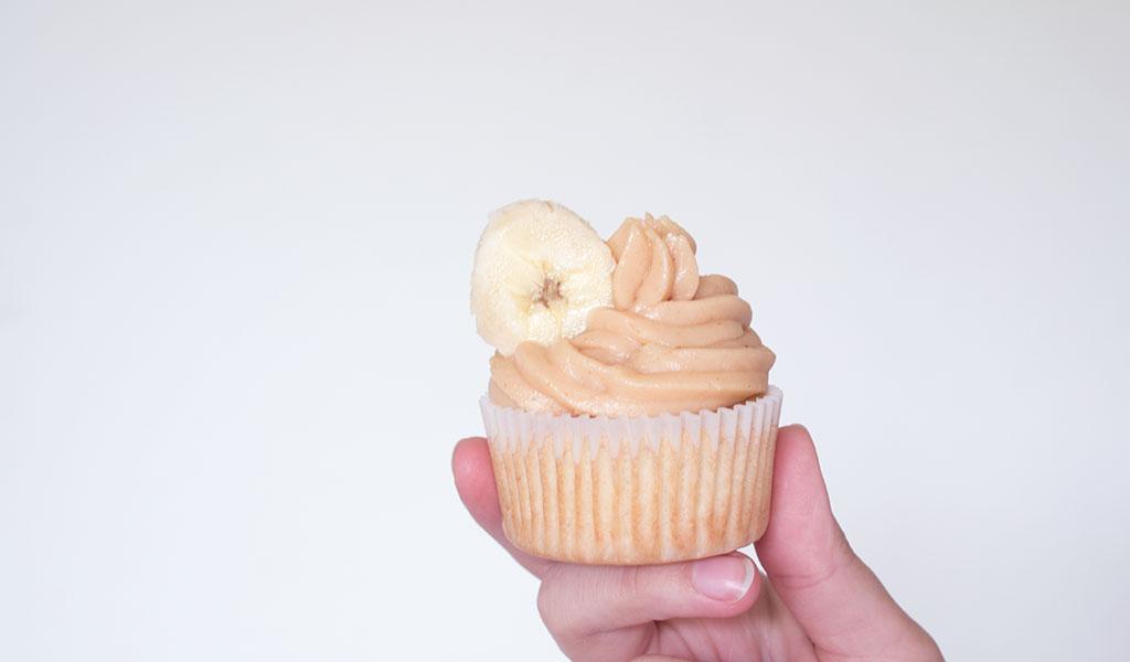 Bananen-Erdnuss-Cupcake zum Verschenken