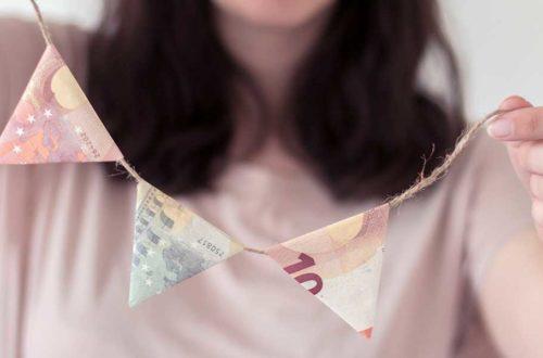 Girlande aus gefalteten Geldscheinen