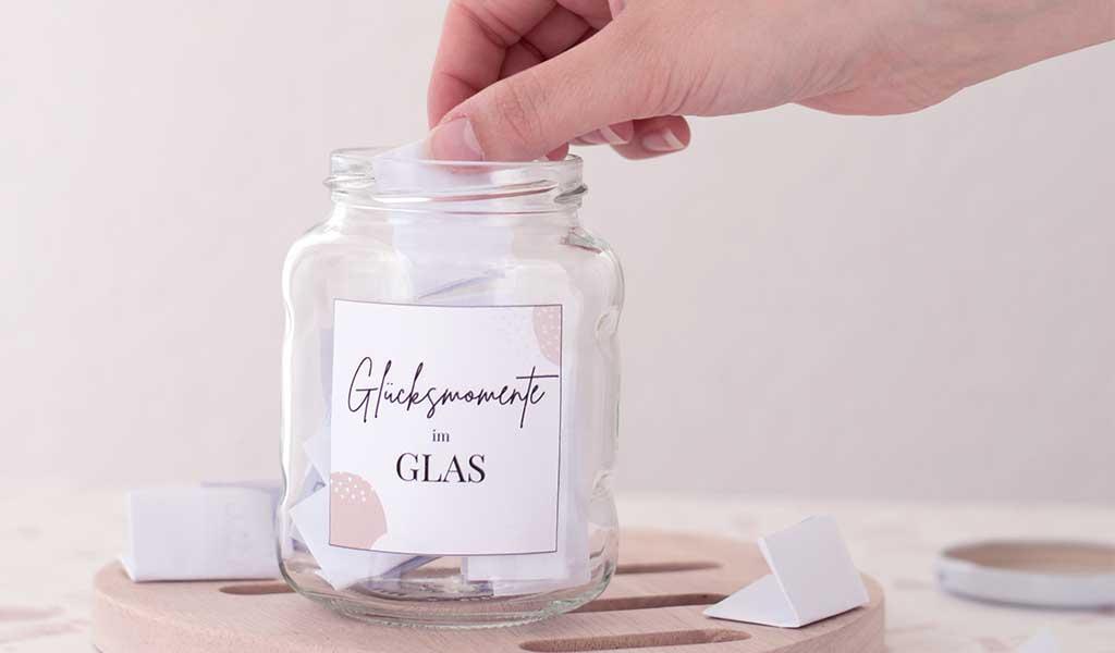 DIY Geschenkidee Geschenkgläser - Glücksmomente im Glas
