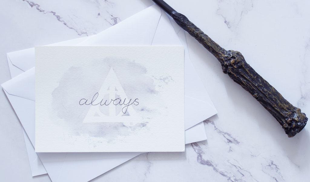 Harry Potter Karte in grau mit Heiligtümer des Todes Zeichen