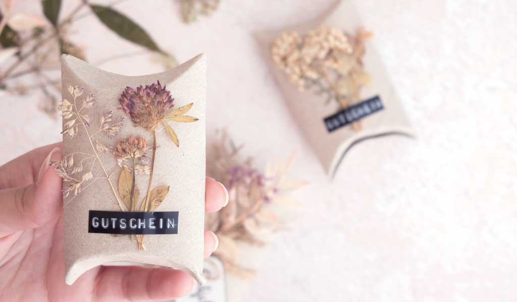 DIY Gutscheinverpackung aus Klopapierrolle