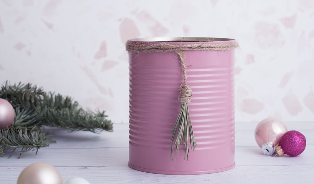 pinke Konservendose als nachhaltige Geschenkverpackung