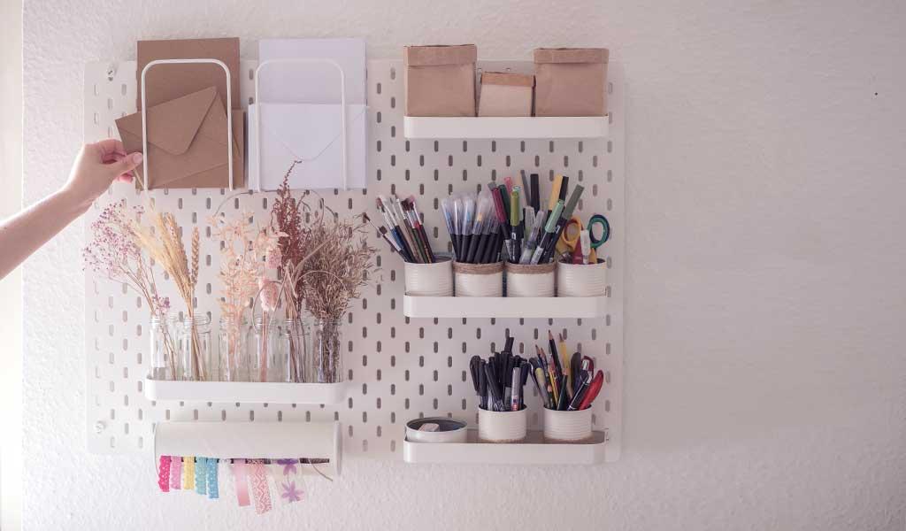 Ordnung in der Kreativecke durch die Lochplatte von Ikea von