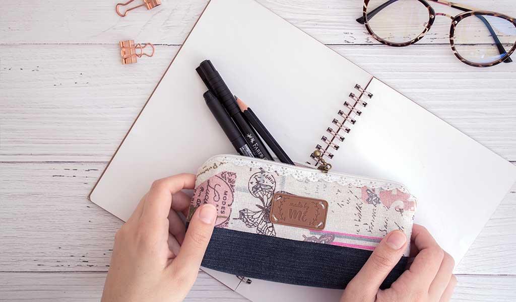 Selbstgenähtes Mäppchen für Stifte als Geschenk fürs Homeoffice