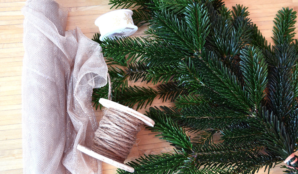 Ein Teil der Materialien für den selbstgemachten Weihnachtskranz