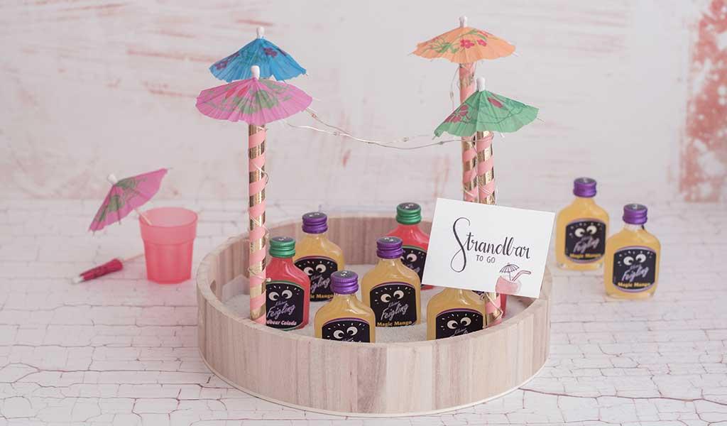 Selbstgemachte Mini Strandbar als sommerliche Geschenkidee