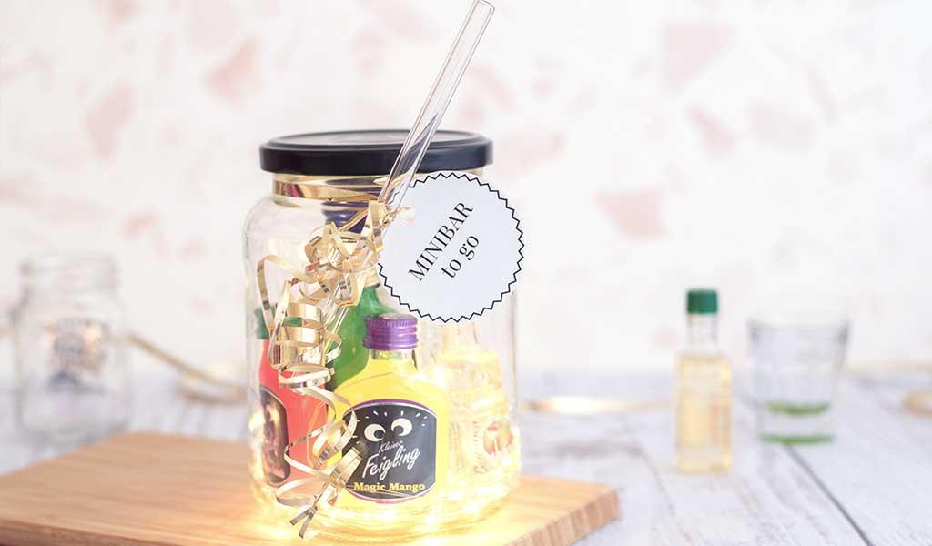 Kleine Mini Bar als DIY Last Minute Geschenk