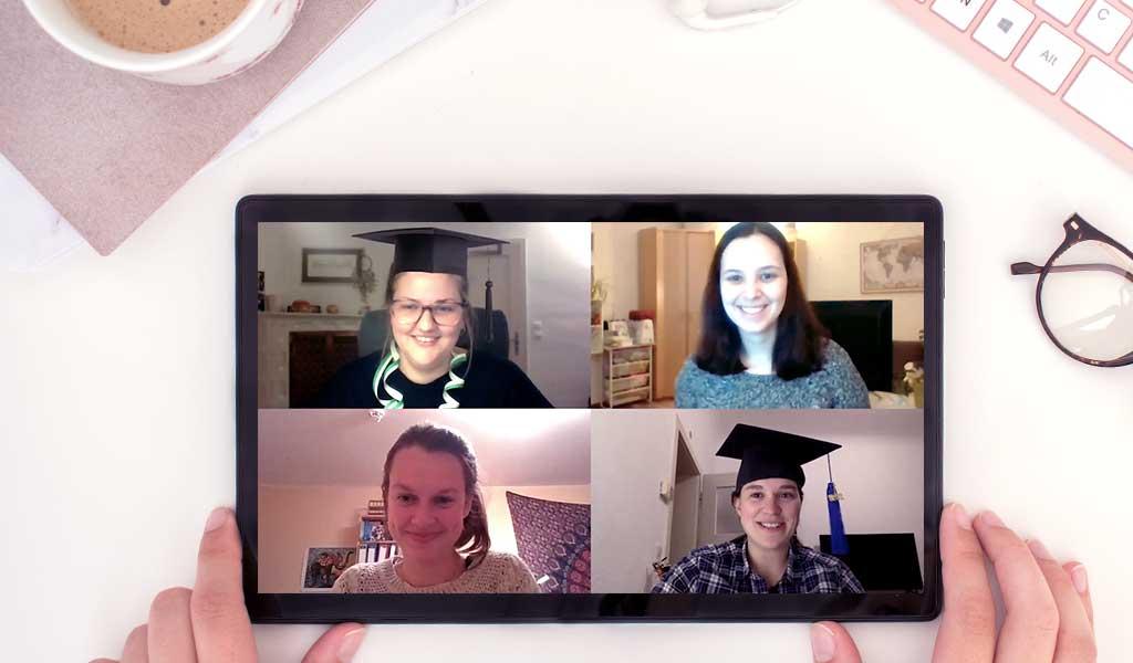 Tablet mit Videobotschaft einer Gruppe