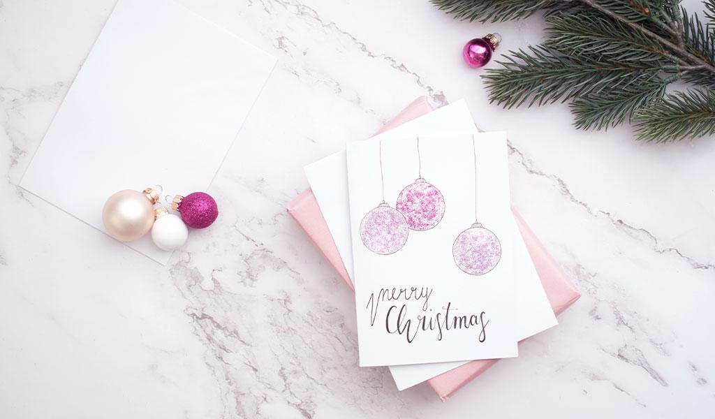 Weihnachtskugeln aus Glitzer für Weihnachtskarte
