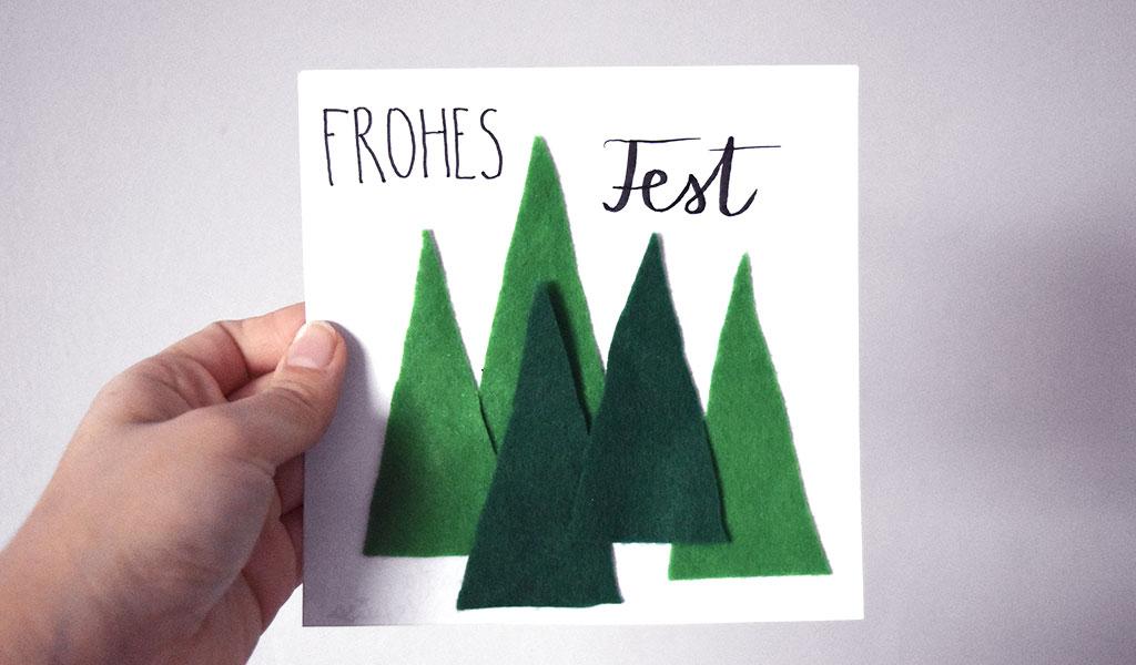 Bäume aus Filz auf einer selbstgemachten Weihnachtskarte