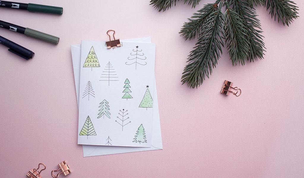 Kleine Tannen auf selbstgemachter Weihnachtskarte