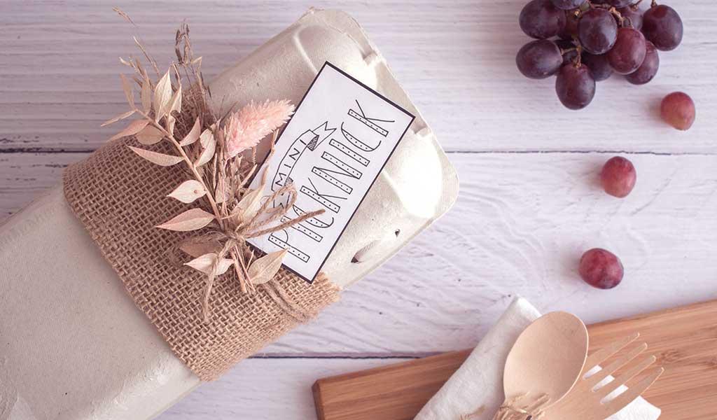 Verpackung Mini-Picknick mit Etikett und Trockeblumen